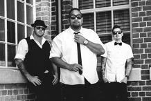 Tre Soul Band live at Honeysuckle Hotel